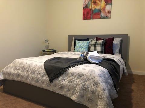 Cozy , spacious , quiet private room.