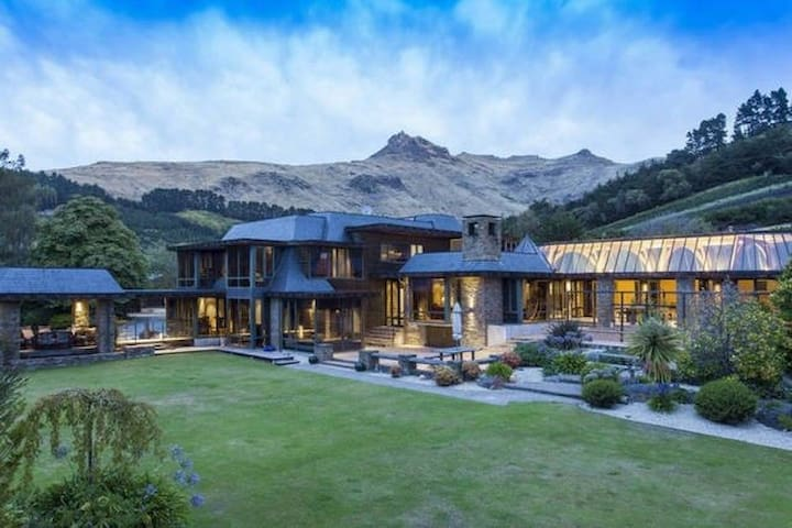 Luxurious Mansion - 7 Bedrooms - Christchurch - Huis