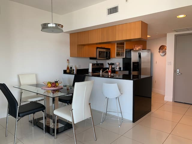 Downtown Miami, Large apartment. Parking is on us!