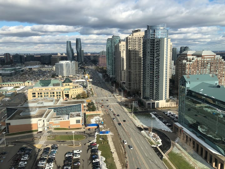 AMAZING 2 BED & BATH SQUARE ONE CONDO AND PARKING