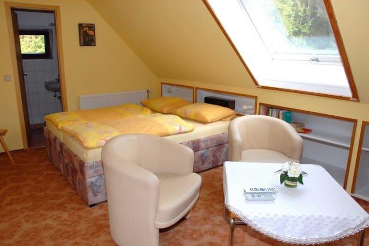 Haus am Mittelsee - Fewo & Gästezimmer (Höhenland OT Leuenberg), Doppelzimmer 2, Dusche/WC