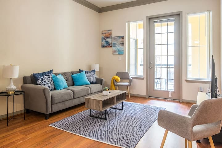 Modern + Cozy 2BR Apt in Midtown