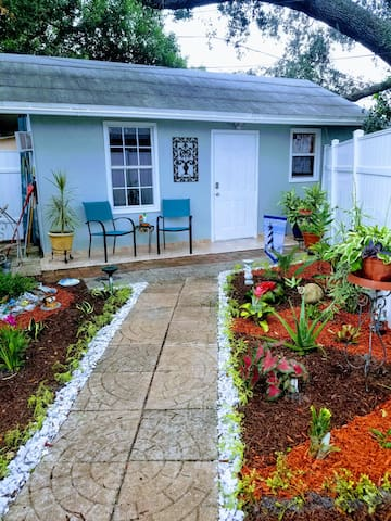 RELAXING EFFICIENCY CLOSE TO FLORIDA MALL