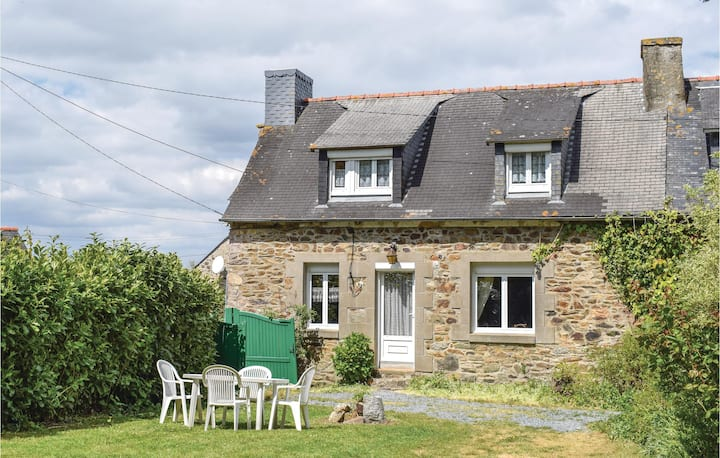Stunning home in Le Faouet with 2 Bedrooms