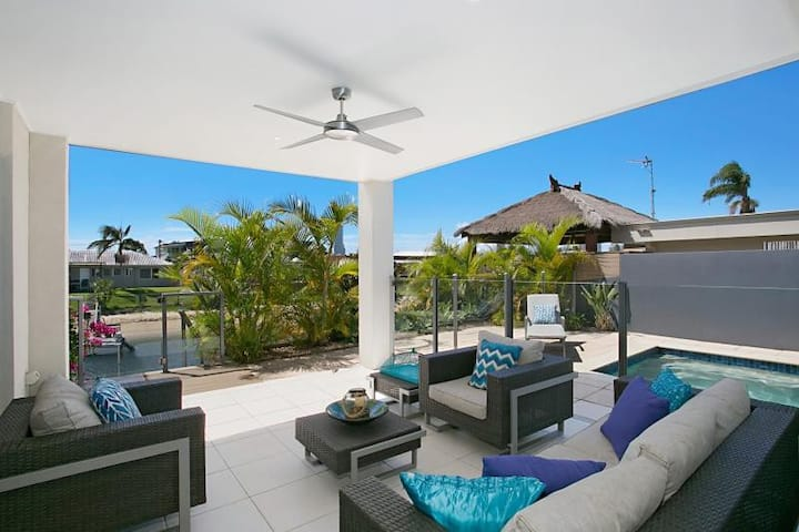 ELITE HOLIDAY HOMES - ESCAPE TO THE COAST