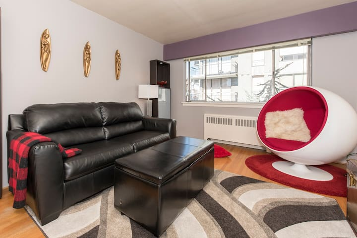 Charming West-end Condo Close to Everything!