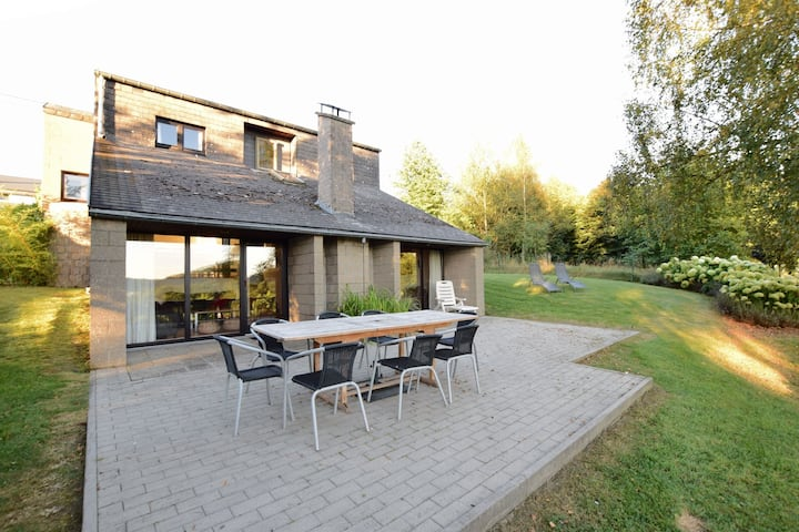 Cozy Villa in Vielsalm with Private Garden