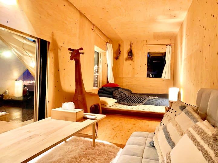 都会から離れて自然の中でこもり、田舎暮らし体験、テレワーク、ここで自粛、snowpeak住箱に住む