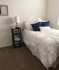 Spacious room - in gated community - Beaumont