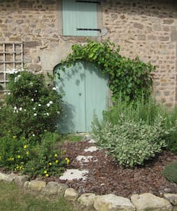 Les Volets Verts - Converted Stone Built Stable - Morlet - House