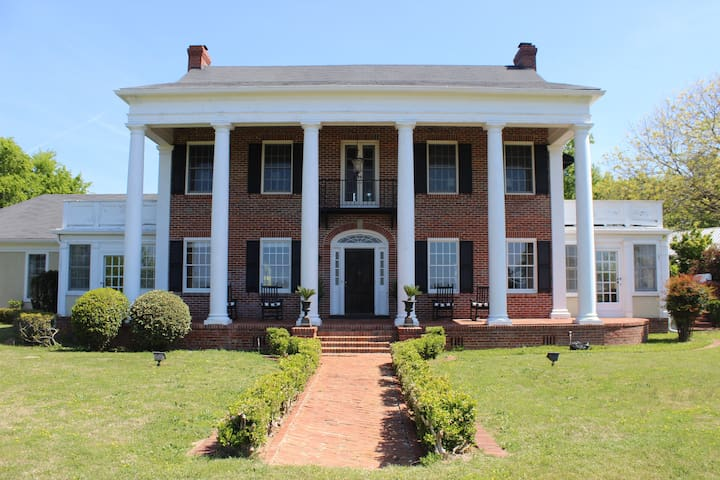 Beautiful Home for Weddings/Receptions/Masters