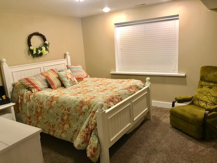 Lovely Private Room nearby USU and Logan Canyon.