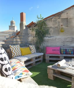 Appartement au coeur du Centre ville & terrasse ! - Arles - Apartamento