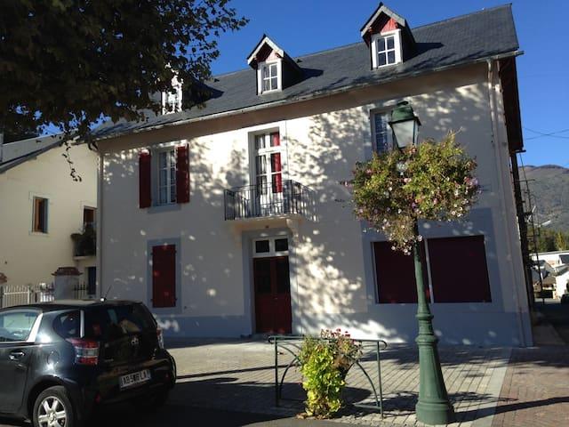 Maison bigourdane centre village - Argelès-Gazost - Casa