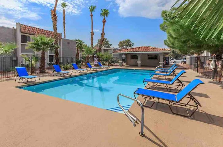 The perfect getaway 1.5 Miles from the strip