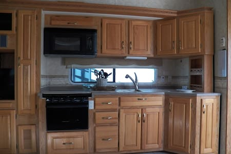 34' Spacious Camper near  Yellowstone, Harvey Lake - Island Park - Camper/RV