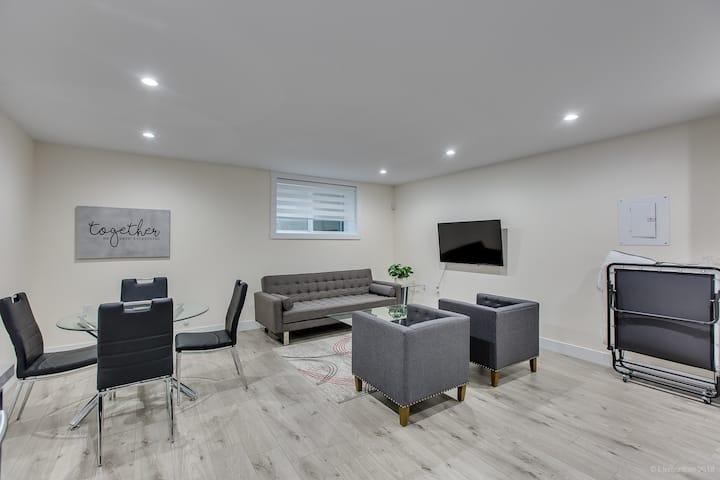2 bdrm Modern luxury suite (mins from skytrain)