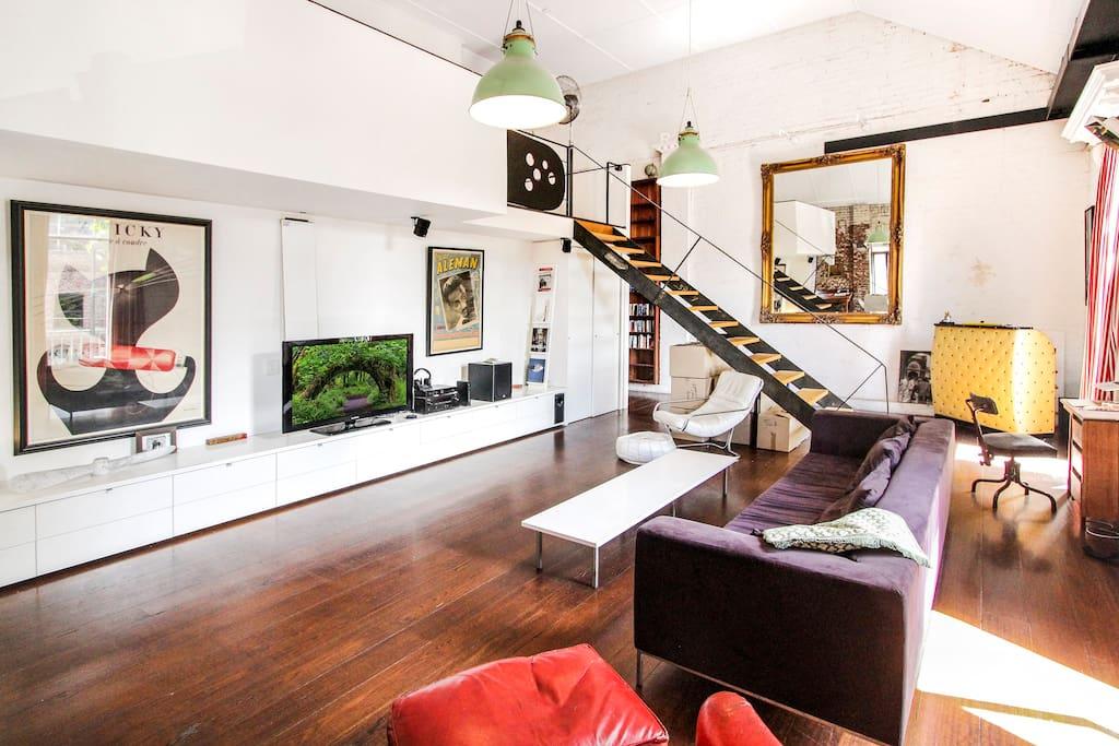 Living/Mezzanine access