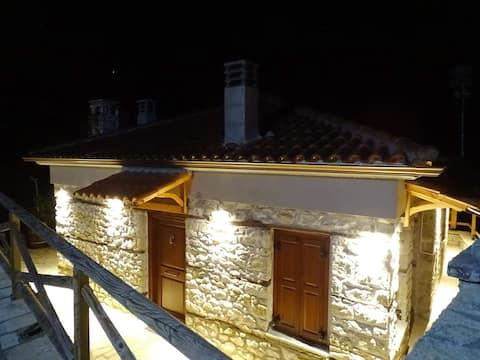 Τείχιο Πατρικό - Tihio Patriko - Πέτρινη κατοικία