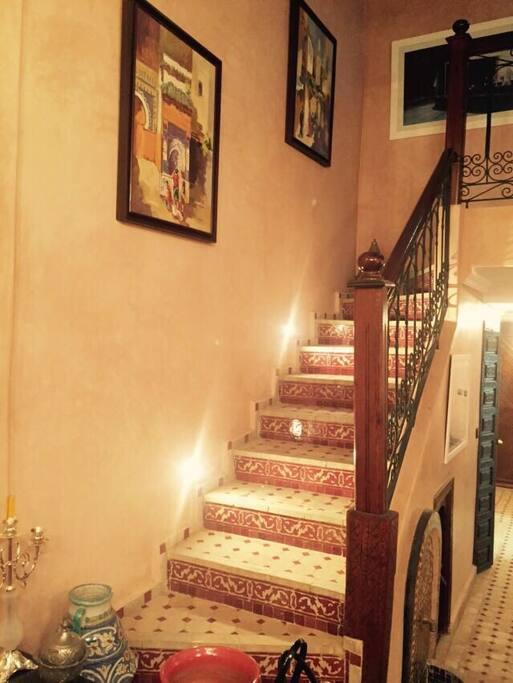escaliers menant aux chambres