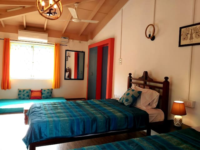 The twin room comes with day bed, AC, TV, mini bar, tea/ coffee maker