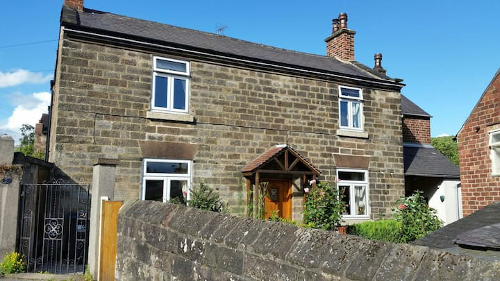 Character (18c) cottage: edge of historic Belper