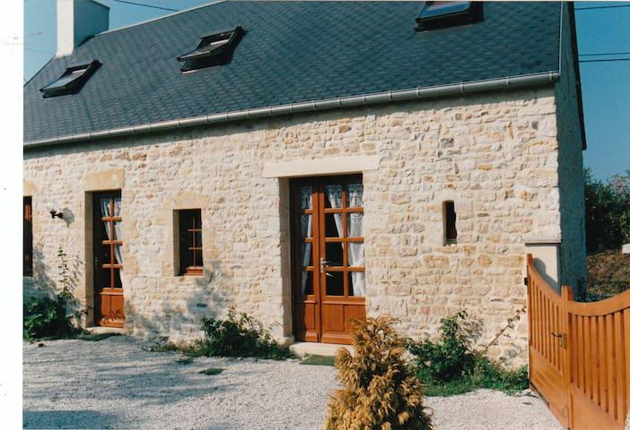 Maurice - Ferienhaus in Strandnähe - Sainte-Honorine-des-Pertes - House