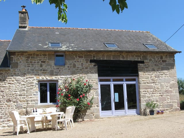 Spacious house 30 mins to Mt St Michel, sleeps 8 - Le Ferré - Ev
