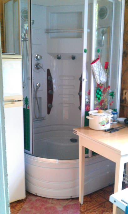 shower+kitchen