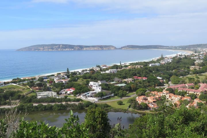SUNNY TOWNHOUSE 400 METRES FROM SEA - Plettenberg Bay - Şehir evi