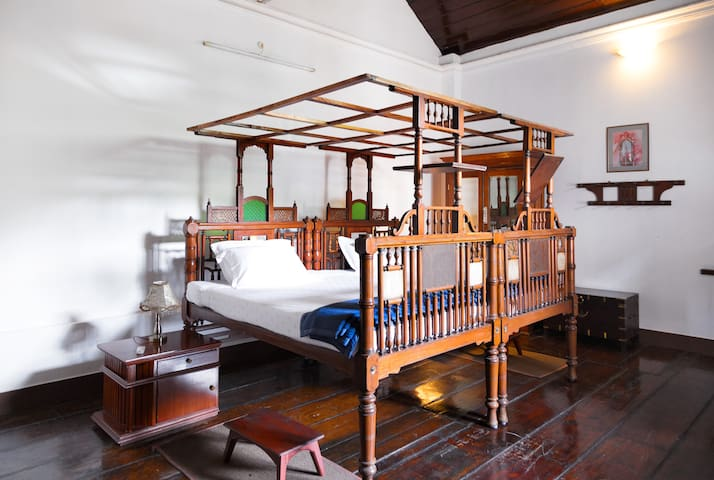 Deluxe and super deluxe rooms are available