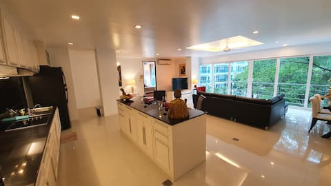 Large 2 Bedrooms Apartment In Heaven Lagoon Patong