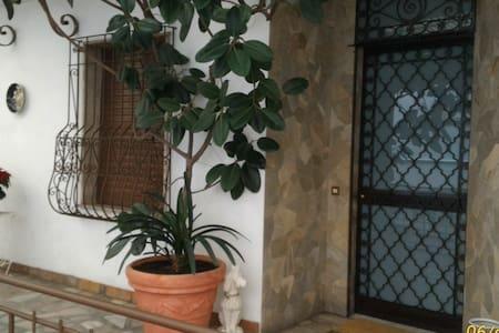 Relax e comodità in pieno centro - San Remo - Maison