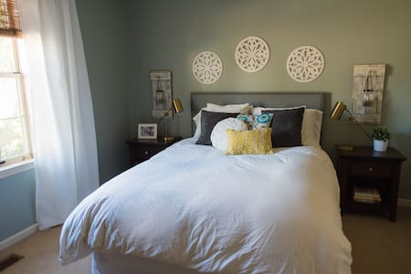 3 Bedrooms, Comfy and Clean, Close to Everything! - Nashville - Ház