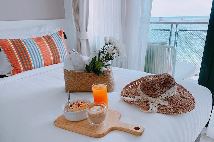 Blue Tao Beach Hotel - Beachfront Superior King