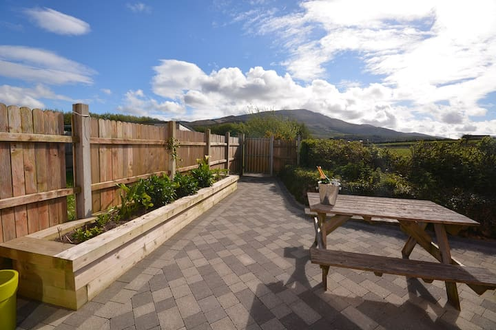 POPPY LANE - Popular holiday hotspot! - Castlegregory - House