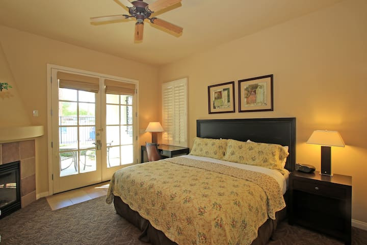(LV017) Downstairs Legacy Villas Studio Opening to the Lap Pool - La Quinta - Vila