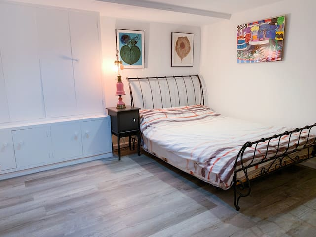 Quiet & Cozy Double Room - near Winged Food Golf