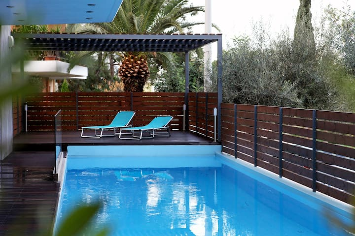 LOVE SUITE - pool & gym - 360 view of Athens