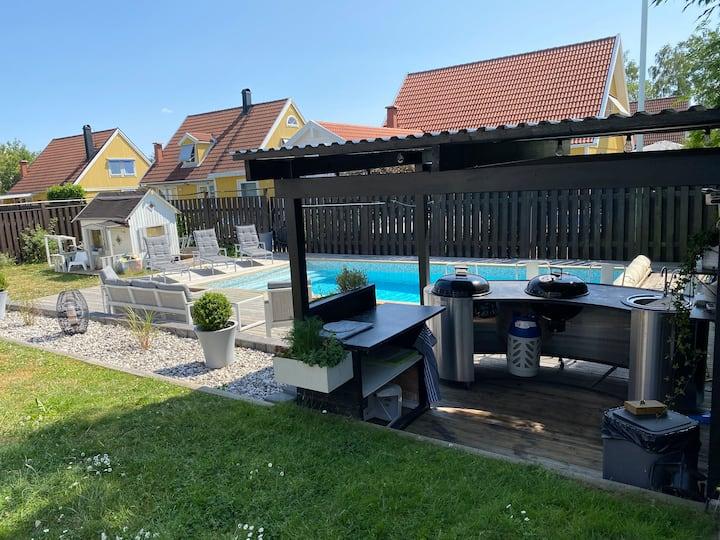 Stort hus med pool i Norrköpings bästa område.