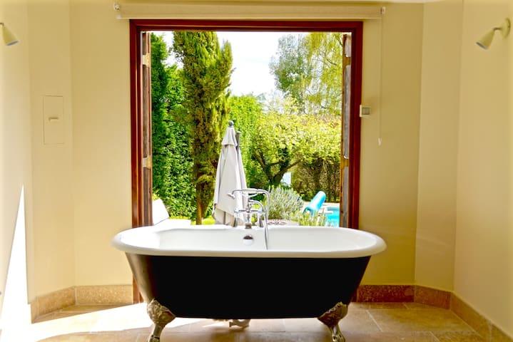 Luxury lodge in 12 acre rural retreat - Lower Pool