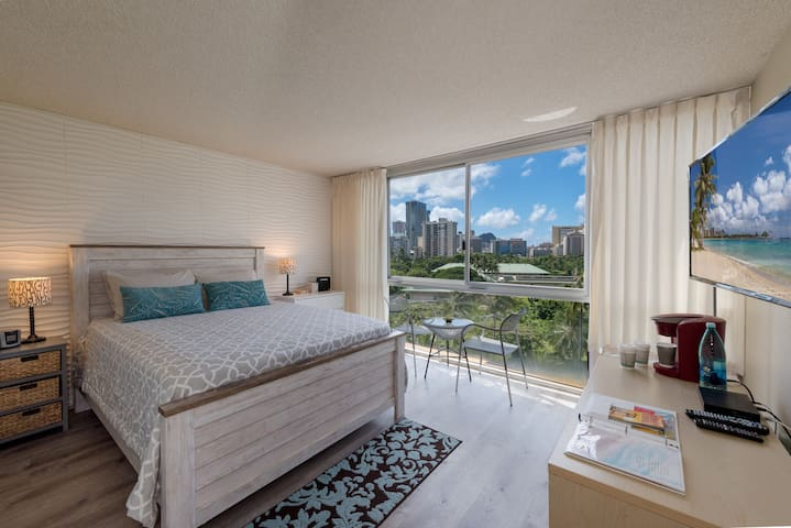 Renovated Waikiki Studio with beautiful view