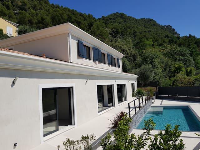 villa contemporaine entre nice et villefranche/mer