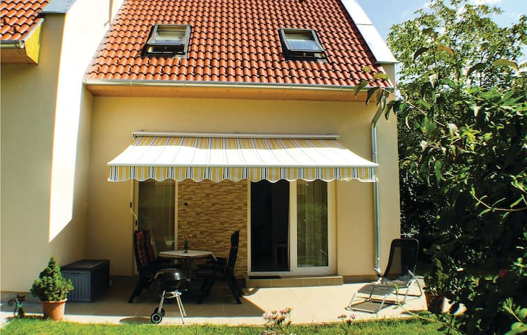 Semi-Detached with 2 bedrooms on 60 m² in Balatonfenyves