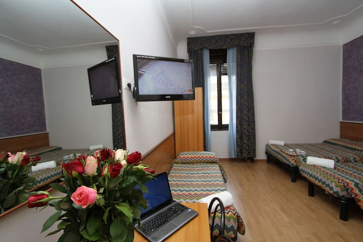 2)Quadruple close to the City Center - Mailand - Bed & Breakfast