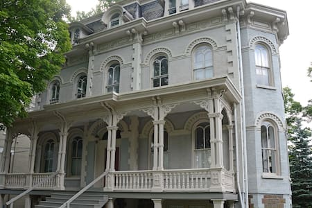 Kingston/Catskills Historic Victorian Flynn House - Kingston