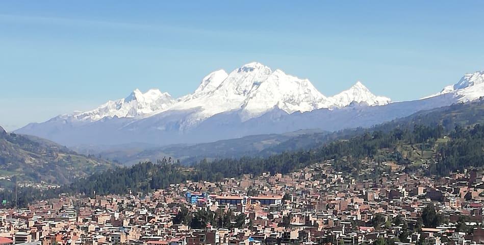 Artesonraju Hostel, Vista de Huaraz y nevados 3