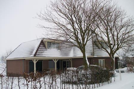 Ruime accomodatie in landelijk NL - Middelie