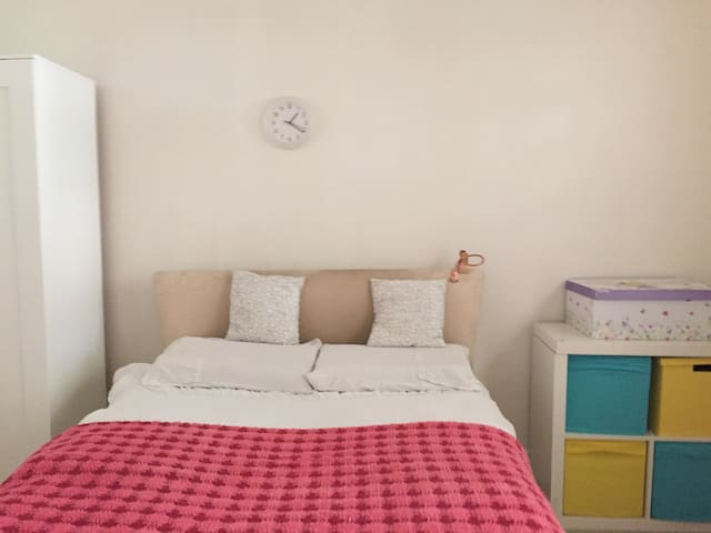 Cozy house with large double room - Harrow - Talo