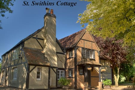 Huge Cottage ideal for a Sophisticated Hen Party - Hurst